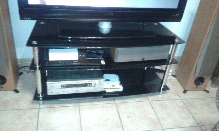 Table televiseur en verre fume annonay ard che for Table televiseur