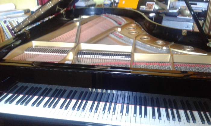 Photo Piano demi queue C5 Yamaha 560